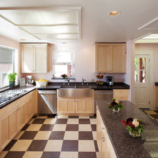Traditional Kitchen by Green Goods Products
