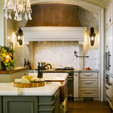 Mediterranean Kitchen by Lendry Homes
