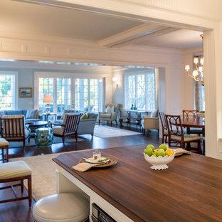 Idéer för mellanstora vintage brunt kök, med en undermonterad diskho, luckor med infälld panel, vita skåp, granitbänkskiva, vitt stänkskydd, stänkskydd i terrakottakakel, rostfria vitvaror, mellanmörkt trägolv, en köksö och brunt golv