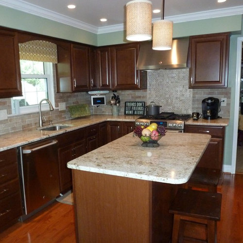 Elegant L Shaped Solid Wood Kitchen Cabinets Latest: Colonial Gold Granite