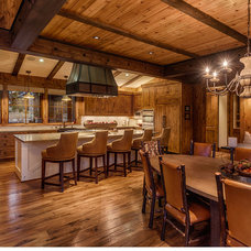 Rustic Kitchen by Greenwood Homes