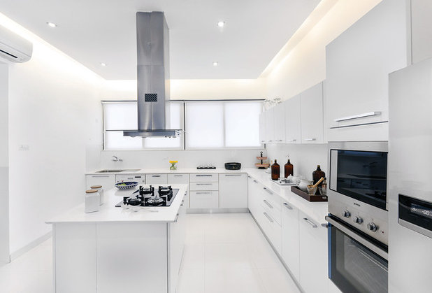 Modern Kitchen by Prachi Damle Photography