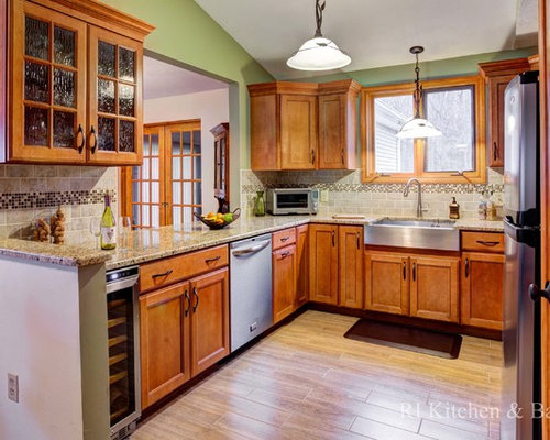 Medium Sized Traditional Kitchen Design Ideas Renovations Photos