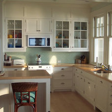 Beach Style Kitchen by Statham Woodwork