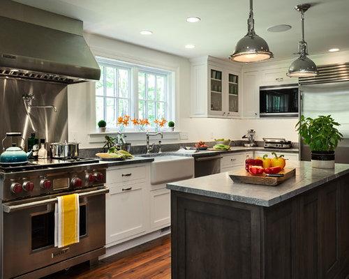 Foto di una cucina abitabile country con lavello stile country, ante ...