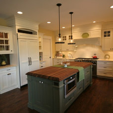 Traditional Kitchen by Matthies Builders