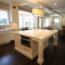 Beach Style Kitchen by Matthies Builders