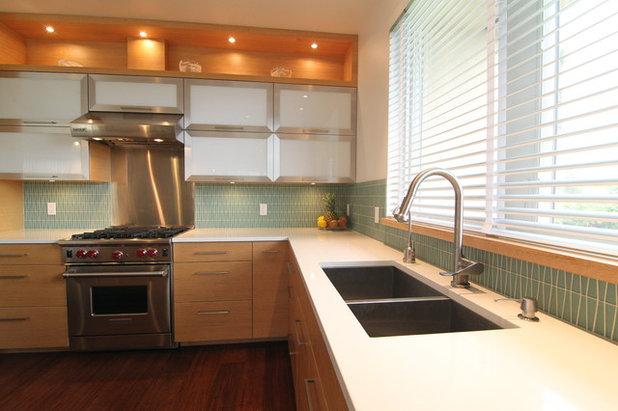 Modern Kitchen by McClellan Architects