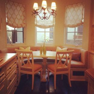 ロサンゼルスの小さいシャビーシック調のおしゃれなキッチン (アンダーカウンターシンク、レイズドパネル扉のキャビネット、黄色いキャビネット、御影石カウンター、黄色いキッチンパネル、石タイルのキッチンパネル、シルバーの調理設備の、濃色無垢フローリング) の写真
