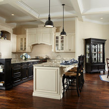 Traditional black & white kitchen