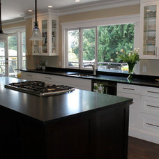 Modern Kitchen by McCabe DeSign & Interiors