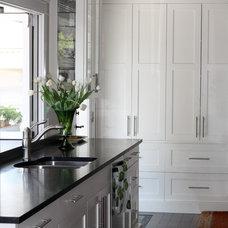 Modern Kitchen by McCabe DeSign & Interiors