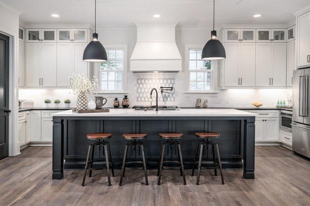 Современная классика Кухня by Frusterio Design, Inc.