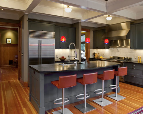 ... Ideas, Remodels & Photos with Beige Backsplash and Gray Cabinets