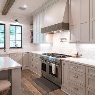 Farmhouse kitchen photos - Country kitchen photo in Houston