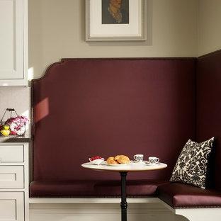 Esempio di una cucina abitabile minimal con ante in stile shaker, ante bianche e paraspruzzi bianco