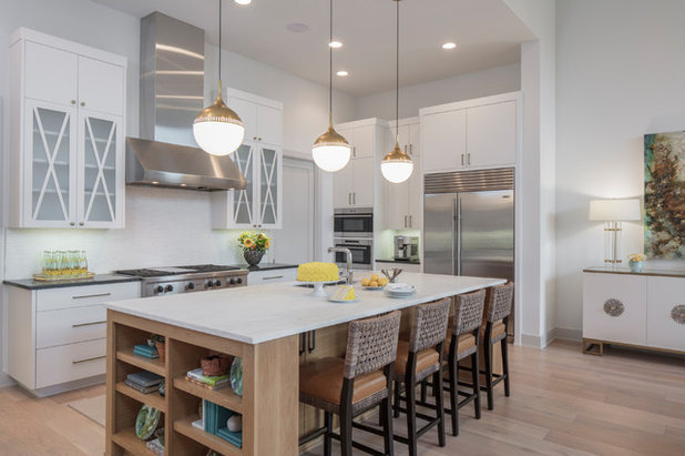 Beach Style Kitchen by Glynis Wood Interiors