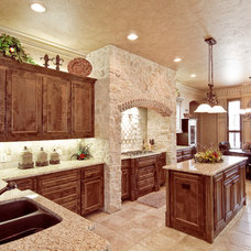 Traditional Kitchen by Tatum Building Corp