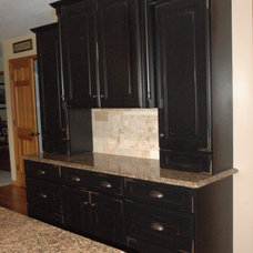 Traditional Kitchen by Cabinet Impressions Design & Sales