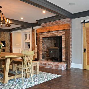 Idéer för ett mycket stort kök, med en rustik diskho, bänkskiva i kvarts, rostfria vitvaror, mellanmörkt trägolv, en köksö, luckor med infälld panel, turkosa skåp, vitt stänkskydd och stänkskydd i keramik