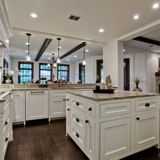 Mediterranean Kitchen by Bauhaus Custom Homes