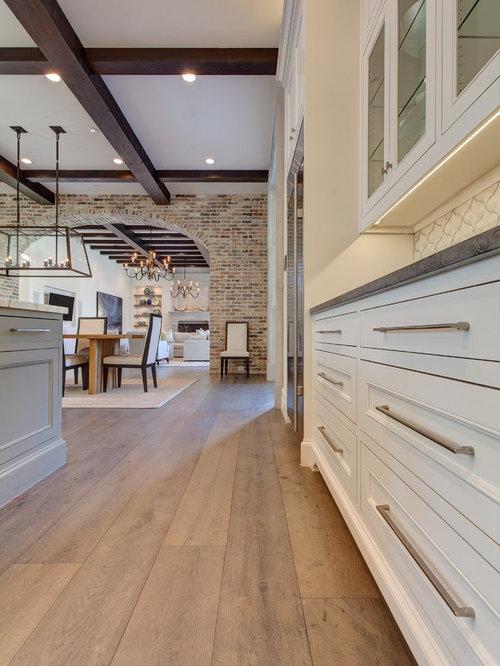 Cucina mediterranea con pavimento in legno massello chiaro for Piastrelle woodland