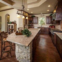 mediterranean kitchen by Sullivan, Henry, Oggero and Associates, Inc.
