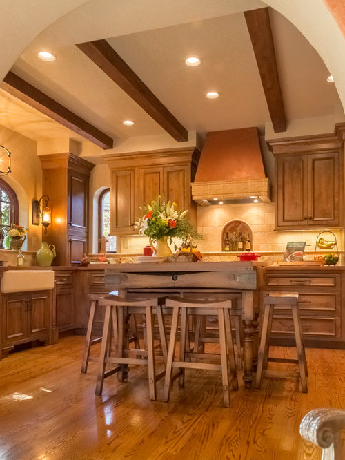 Small Mediterranean Eat In Kitchen Ideas   Example Of A Small Tuscan  L Shaped