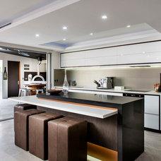 Contemporary Kitchen by Moda Interiors