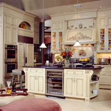Traditional Kitchen by Mercedes Courland Interiors