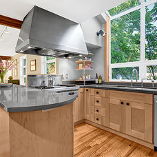 Eclectic Kitchen by Seattle Staged to Sell LLC
