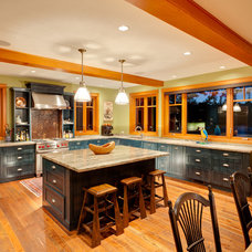 Traditional Kitchen by Pheasant Hill Homes Ltd.