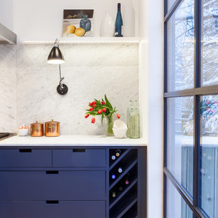 This is an example of a midcentury kitchen in Toronto.