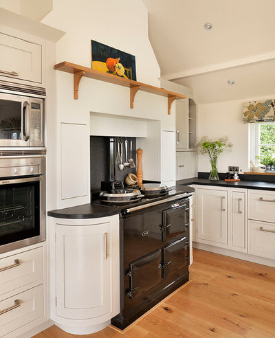 Traditional Kitchen by Davonport