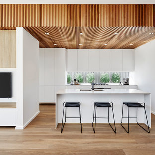 Inspiration for a large modern kitchen in Canberra - Queanbeyan.