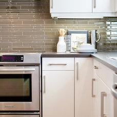 Modern Kitchen by Natalie Fuglestveit Interior Design