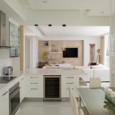 Modern Kitchen by Associated Design Co