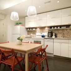 Midcentury Kitchen by Melissa Davis