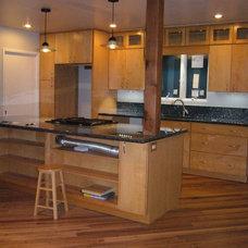 Modern Kitchen by Michelle Chamberlain