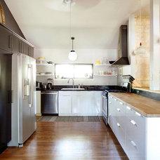 Midcentury Kitchen by erin williamson