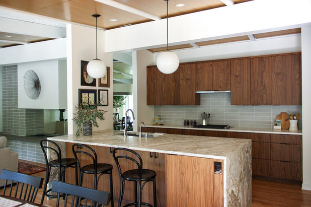Midcentury Kitchen by Lewis Greenspoon Architects