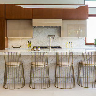 Photo of a midcentury kitchen in Los Angeles with an undermount sink, flat-panel cabinets, medium wood cabinets, white splashback, with island and beige floor.