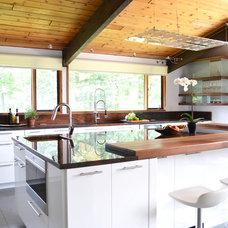 Midcentury Kitchen by d.schmunk interior design services