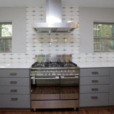 Modern Kitchen by crestviewdoors