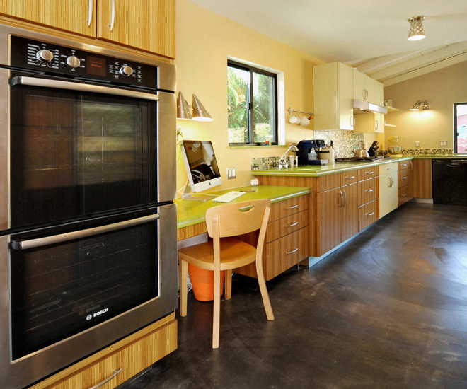 Contemporary Kitchen by LA Dwelling