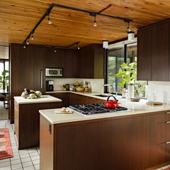 modern kitchen by Mosaik Design & Remodeling