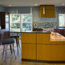 modern kitchen by Robin Rigby Fisher CMKBD/CAPS