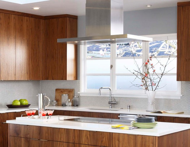 Midcentury Kitchen by Sogno Design Group