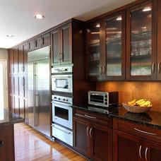 Modern Kitchen by Zieba Builders, Inc.