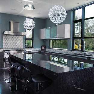 Expansive midcentury l-shaped kitchen in New York with a double-bowl sink, flat-panel cabinets, dark wood cabinets, granite benchtops, multi-coloured splashback, stainless steel appliances, porcelain floors and with island.